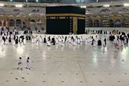 Foreign Pilgrims Perform Umrah in Mecca